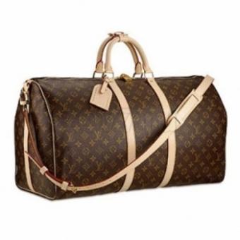 1fb58d43e149 Правильно подобранные дорожные мужские сумки обеспечат представителям  сильного пола комфорт в любой поездке. Изделия из синтетических материалов  стоят ...