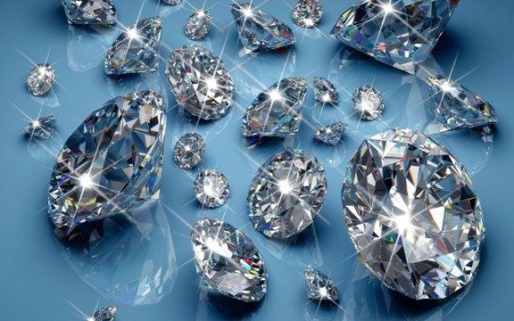 Алроса отыскала неповторимый розовый алмаз весом 27,85 карата